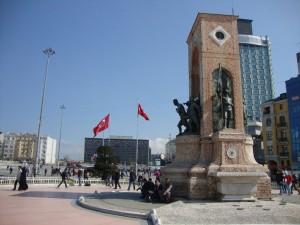 Taksim-Platz mit Atatürk-Denkmal