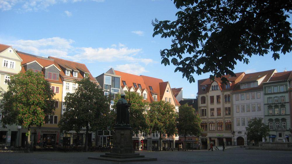 Marktplatz mit Hanfried-Denkmal
