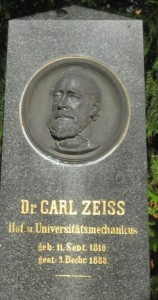 Zeiss' Grabstätte auf dem Johannisfriedhof